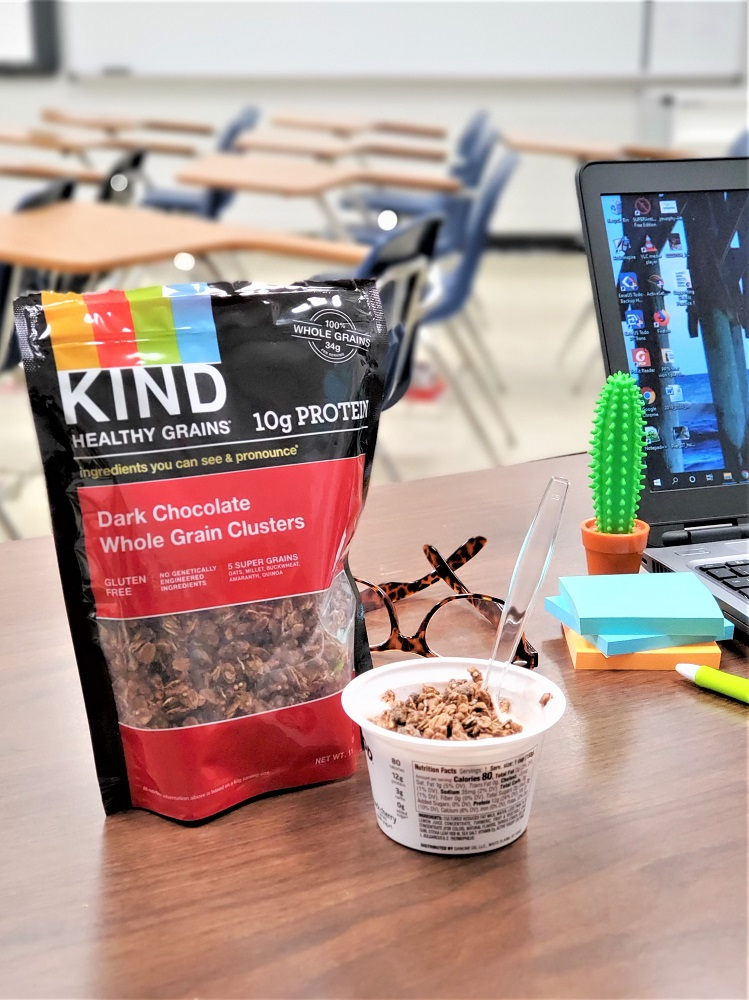 Everyday Teacher Style desk lunch with KIND chocolate protein granola