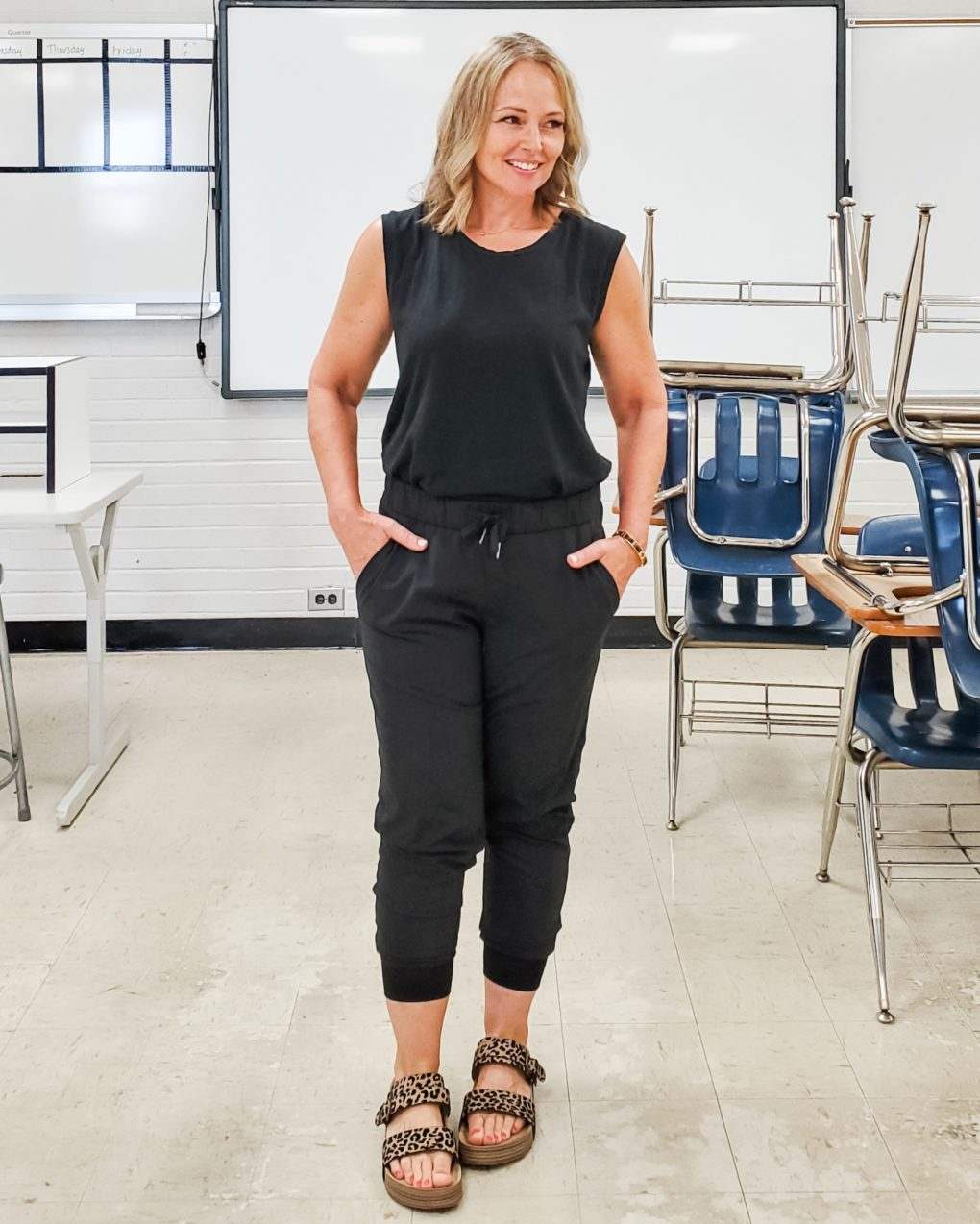 Jen from Everyday Teacher Style in Classroom